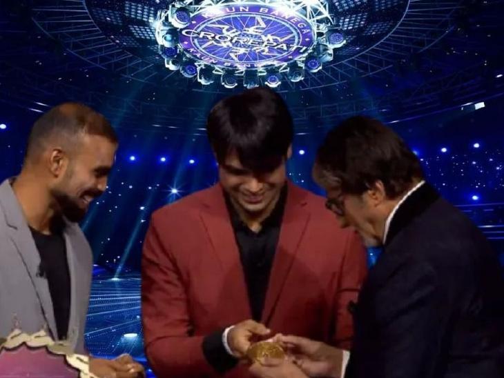 अमिताभ बच्चन के शो में पहुंचे ओलंपिक मेडलिस्ट नीरज चोपड़ा और पीआर श्रीजेश, बिग बी ने 'हिंदुस्तान जिंदाबाद' के लगाए नारे; वीडियो वायरल|टीवी,TV - Dainik Bhaskar