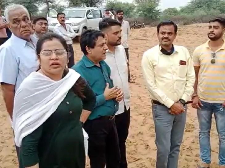 गाजसर गिनानी का निरीक्षण करती सभापति पायल सैनी। - Dainik Bhaskar