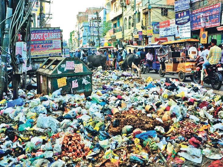 कंकड़बाग अंचल कार्यालय में जड़ा ताला वाहनों में तोड़फोड़, 23 कर्मियों पर केस, वाहनों में तोड़फोड़ के आरोप में 13 कर्मियों पर कार्रवाई|पटना,Patna - Dainik Bhaskar