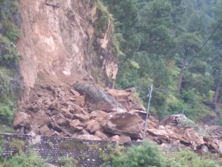 रामपुर-किन्नौर के बीच भूस्खलन के बाद बंद हुआ नेशनल हाईवे-5।