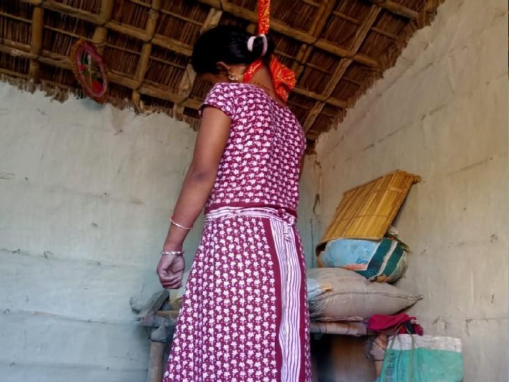 साड़ी का फंदा लगाकर छत से लटकी, पति बाहर रहता था; बच्चे रोने लगे तो हुआ खुलासा|बेतिया,Bettiah - Dainik Bhaskar