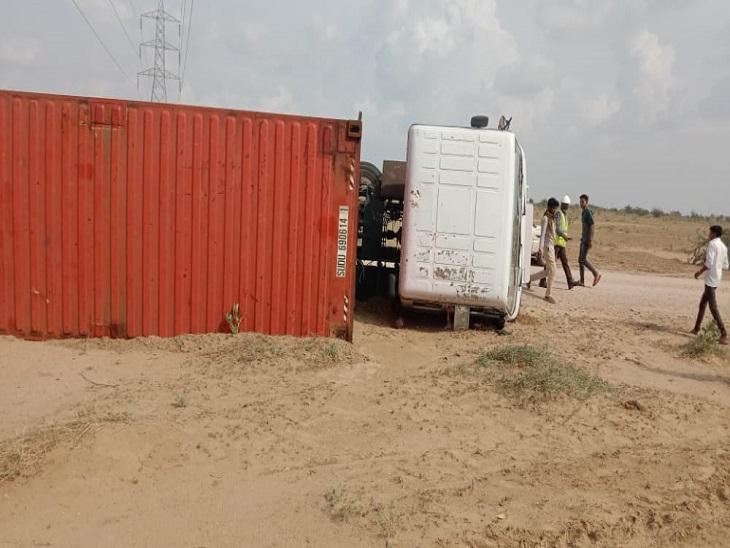 हादसे में चकनाचूर हुई प्लेट्स, बड़ा हादसा टल गया;ड्राईवर को भी चोटें नहीं आई|जैसलमेर,Jaisalmer - Dainik Bhaskar