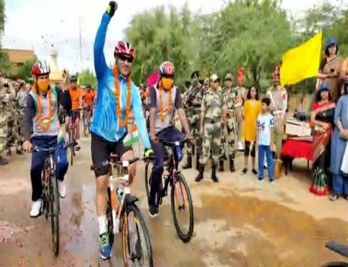 774 किलोमीटर का सफर कर 2 अक्टूबर को राजघाट पर मनाएंगे आजादी का अमृत महोत्सव; जैसलमेर से निकला जवानों का काफिला|जैसलमेर,Jaisalmer - Dainik Bhaskar