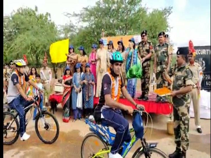 साइकल रैली को BSF IG पंकज घूमर ने दिखाई हरी झंडी