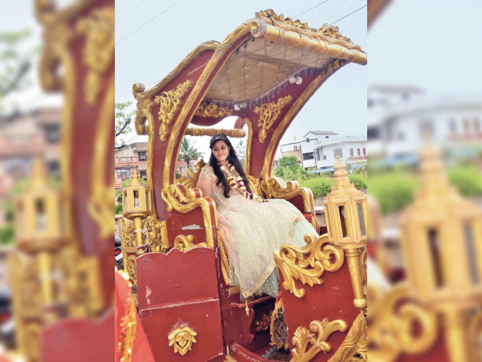 एश्वी प्रिन्सी जैन का वरघोड़ा। - Dainik Bhaskar