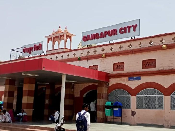 पुलिस भर्तीपरीक्षा के चलते कोटा-भरतपुर के बीच चलाईसुपरफास्ट ट्रेन, 2 पैसेंजर ट्रेनों के नहीं चलने से यात्री हो रहे परेशान|गंगापुर सिटी,Gangapur City - Dainik Bhaskar