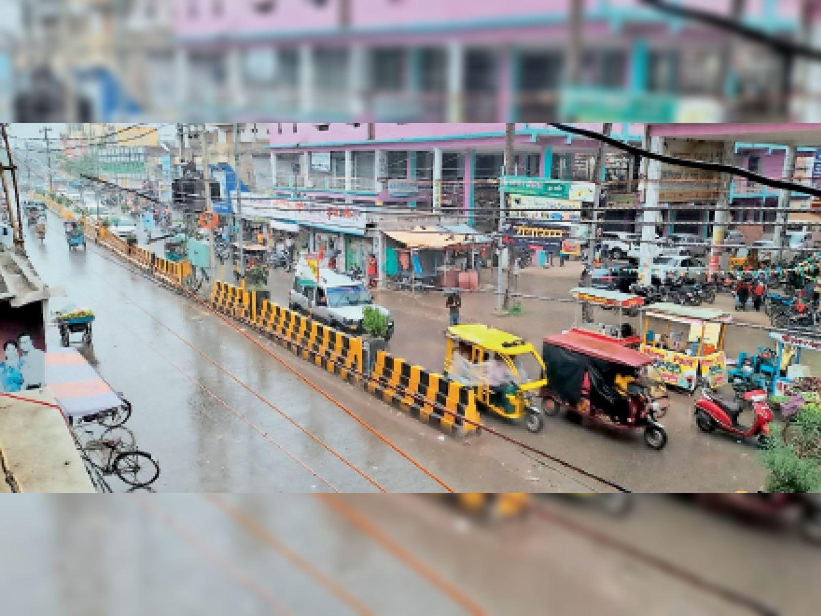 रविवार की शाम हल्की बारिश से फिर बढ़ गई है उमस। - Dainik Bhaskar