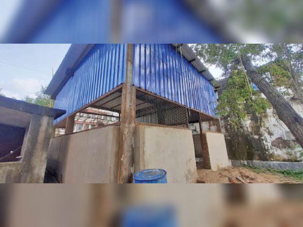 लखीसराय सदर अस्पताल में ऑक्सीजन प्लांट के लिए बना शेड। - Dainik Bhaskar