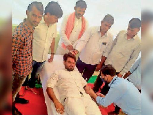 सवाई माधोपुर| कर्नल किरोड़ी बैंसला के जन्मदिन पर रक्तदान करते युवा। - Dainik Bhaskar