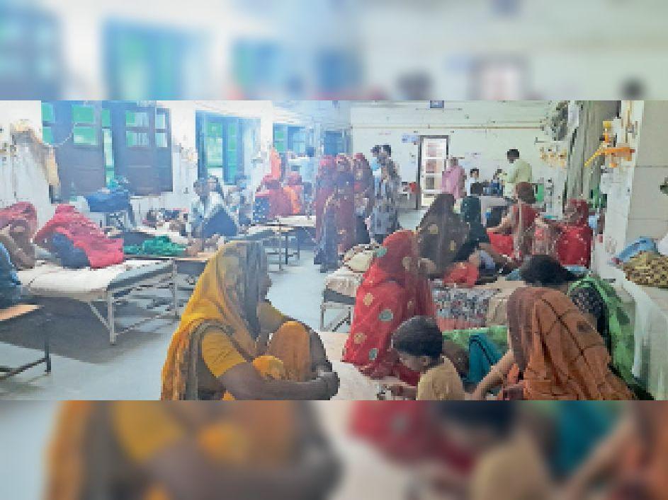 बच्चे ज्यादा चपेट में, बीडीके अस्पताल में एक-एक बेड पर दाे-दाे का कर रहे हैं इलाज झुंझुनूं,Jhunjhunu - Dainik Bhaskar