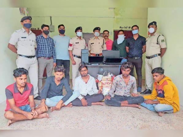 धमतरी. पुलिस ने चोरी के सामान के साथ आरोपियों को गिरफ्तार किया। - Dainik Bhaskar