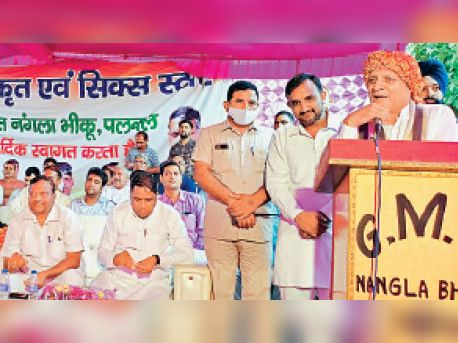 शिक्षामंत्री कंवर पाल गुर्जर नंगला भीखू गांव में लोगों को संबोधित करते हुए। - Dainik Bhaskar