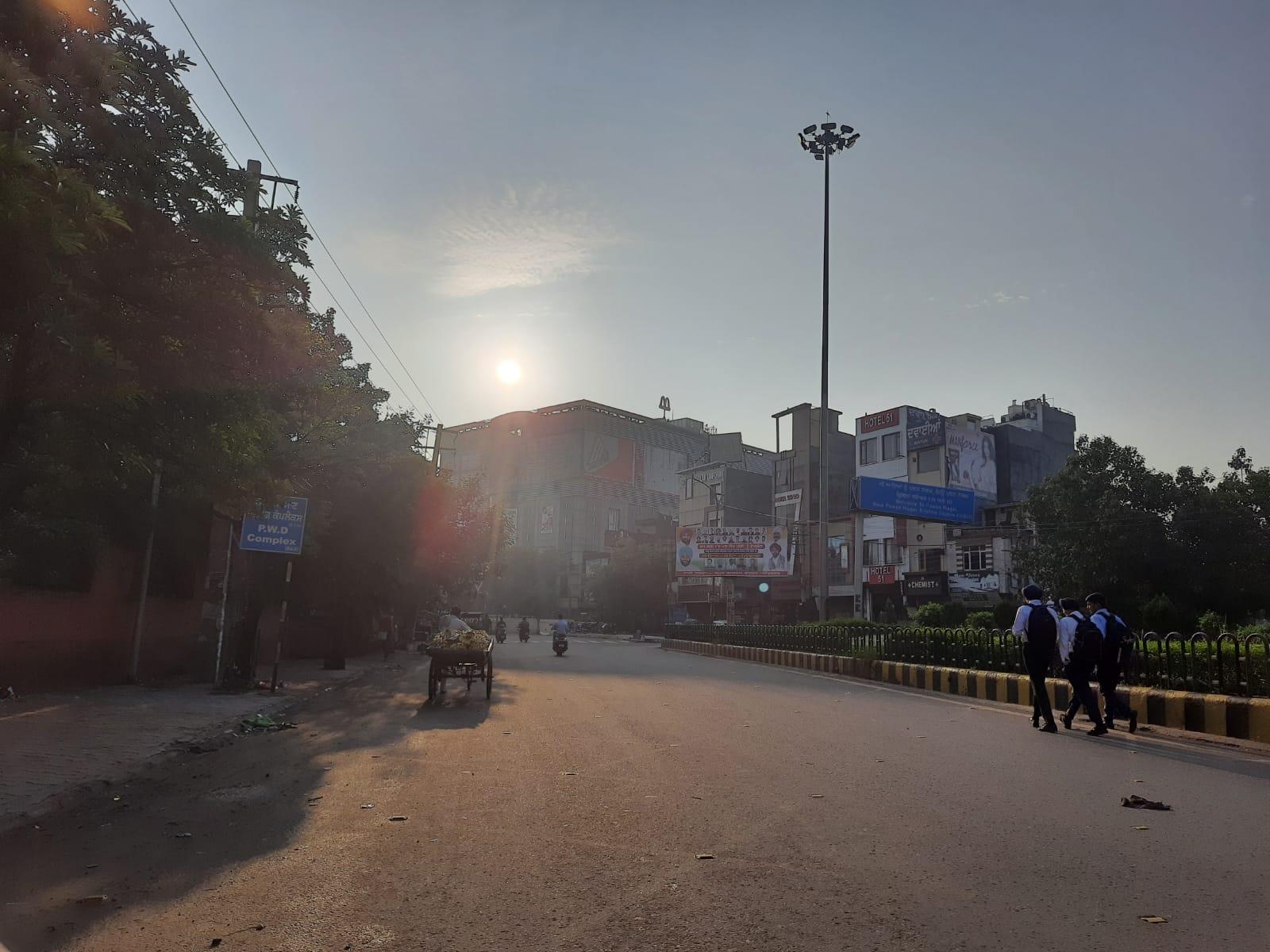 31 डिग्री तक पहुंच सकता है तापमान, बारिश हटी तो टूटी सड़कें बनी मुसीबत; ब्यास खतरे के निशान से थोड़ा ही नीचे|अमृतसर,Amritsar - Dainik Bhaskar
