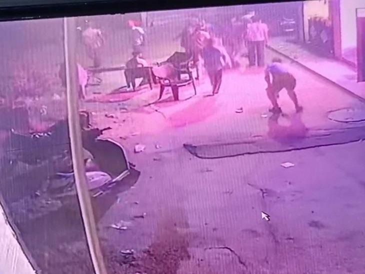 बाइक से टक्कर मारने का विरोध किया तो दुकान पर आए नकाबपोश बदमाश; जमकर तोड़फोड़ कर नौकर को किया घायल|जालंधर,Jalandhar - Dainik Bhaskar