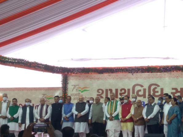 शपथ समारोह में गृहमंत्री अमित शाह के साथ उत्तर प्रदेश, मध्य प्रदेश, कर्नाटक, गोवा और असम के मुख्यमंत्री भी शामिल हुए।