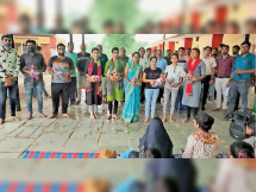 श्रीगौड़ समाज छांसठ चौखला की प्री रीट परीक्षा में शामिल अभ्यर्थी। - Dainik Bhaskar