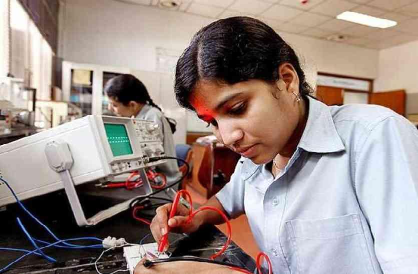 सरकारी स्कूलों में बिजनेस एजुकेशन से वंचित हो गए स्टूडेंट्स। - Dainik Bhaskar