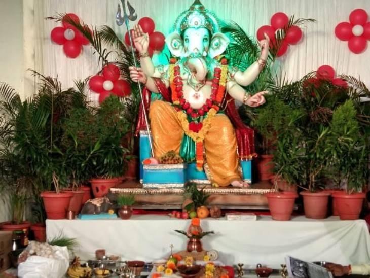 खंडवा मेंरिद्धि-सिद्धि के साथ विराजे हैं भगवान गणेश, इंदौर में कलम के सिंहासन बैठे; ग्वालियर में मुंबई के लाल बाग के गणपति|बैतूल,Betul - Dainik Bhaskar