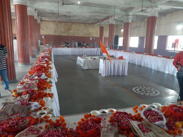 इंदौर में गोल्ड कॉइन सेवा ट्रस्ट ने किया 101 अज्ञात अस्थियों का अस्थि पूजन; हरिद्वार में करेंगे विसर्जन|इंदौर,Indore - Dainik Bhaskar