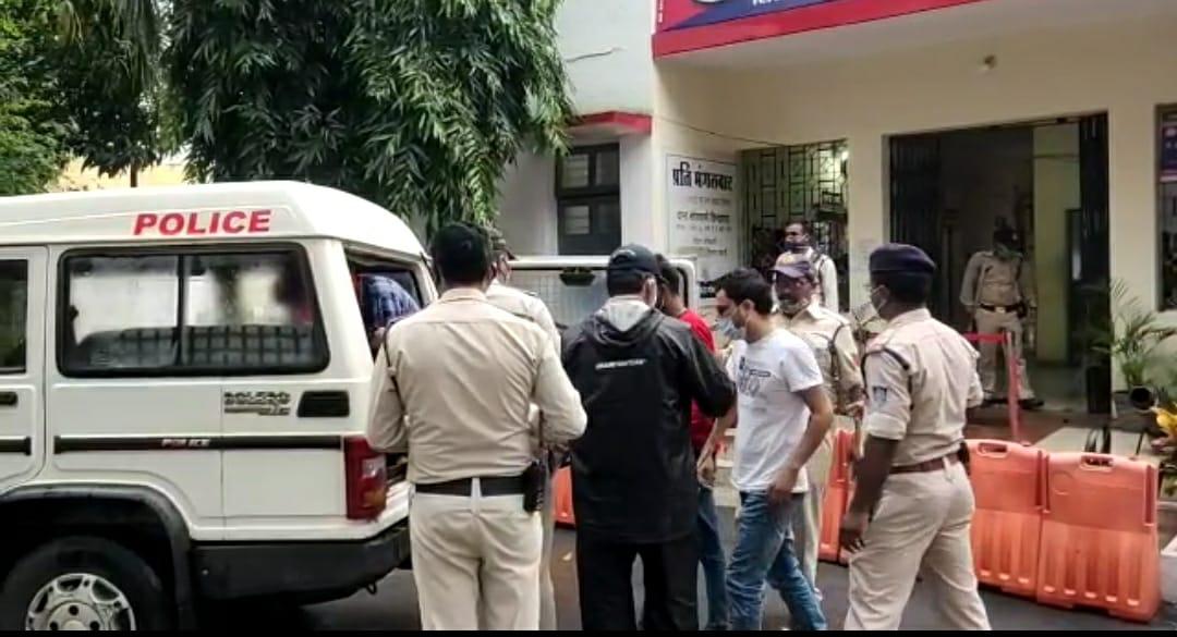पुलिस ने CCTV फुटेज के आधार पर आरोपियों को गिरफ्तार, सिवनी ले जाकर बेची थी चेन, ज्वैलर भी पकड़ा गया|छिंदवाड़ा,Chhindwara - Dainik Bhaskar