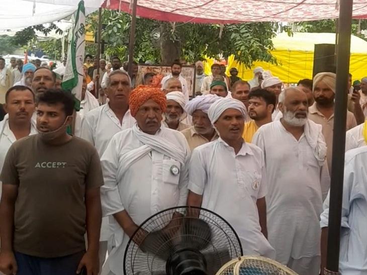 किसानों ने करनाल सचिवालय पर धरने की शुरुआत राष्ट्रगान से की थी। (फाइल फोटो)