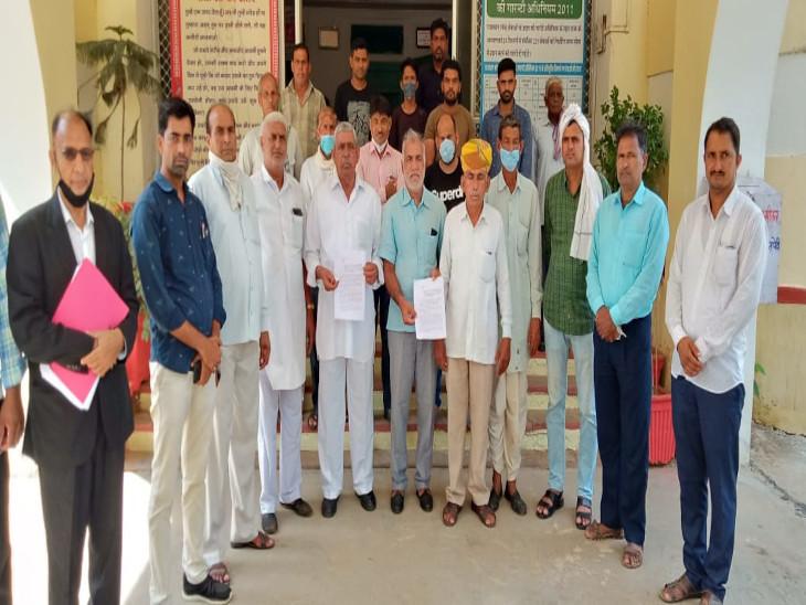 यूआईटी पर लगा किसानों को उजाड़कर लोगों को बसाने का आरोप, किसानों ने आवासीय योजना पर आपत्ति जताई|सीकर,Sikar - Dainik Bhaskar