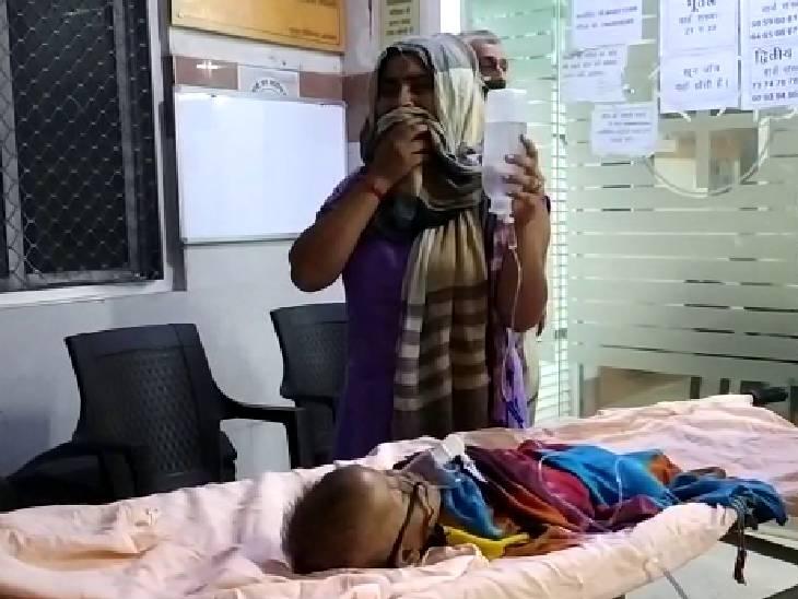 जिला अस्पताल, चित्रकूट में बुखार के लिए 3 डॉक्टर हैं। इसके अलावा बच्चों के लिए तीन स्पेशलिस्ट हैं।