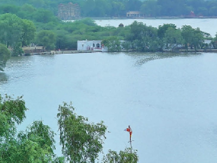 गजनेर झील और चांडासर तालाब एक ही व्यू में। फोटो : विनोद मोदी - Dainik Bhaskar