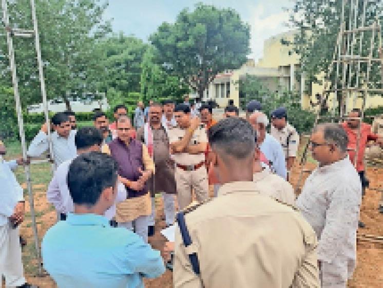 पृथ्वीपुर  सीएम के कार्यक्रम स्थल का अधिकारियों ने किया निरीक्षण। - Dainik Bhaskar