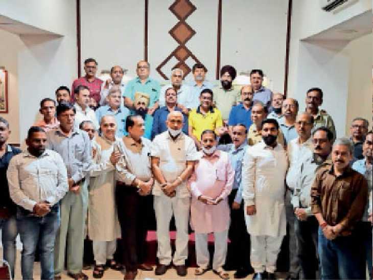 मीटिंग में कई एसो. के प्रतिनिधियों ने व्यापार में आ रही मुश्किलों को लेकर की चर्चा, 15 को सीएम के साथ करेंगे बैठक - Dainik Bhaskar
