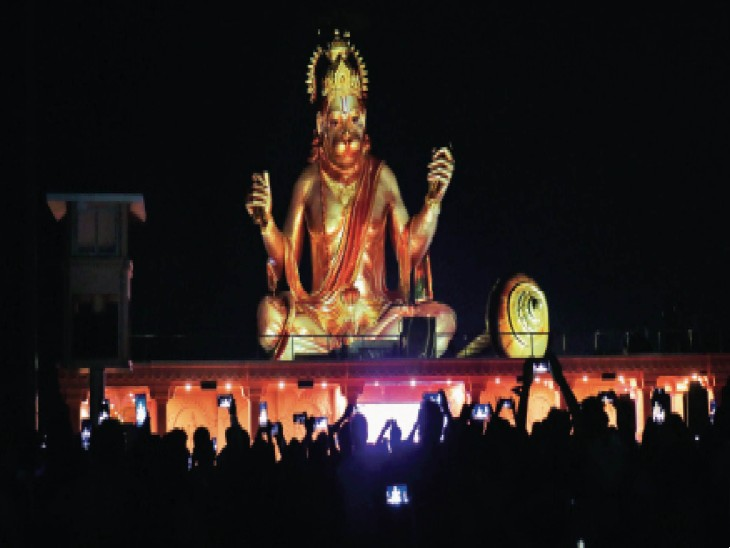 यह मुद्रा : भक्तों पर हनुमानजी की कृपादृष्टि। फोटो | ओपी सोनी - Dainik Bhaskar