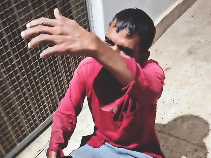 बाइक चोर महेश। - Dainik Bhaskar