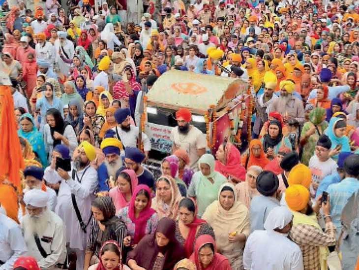 सुल्तानपुर लोधी के गुरुद्वारा श्री बेर साहिब से बारात रूपी नगर कीर्तन बटाला के गुरुद्वारा सतकरतारिया पहुंचा - Dainik Bhaskar