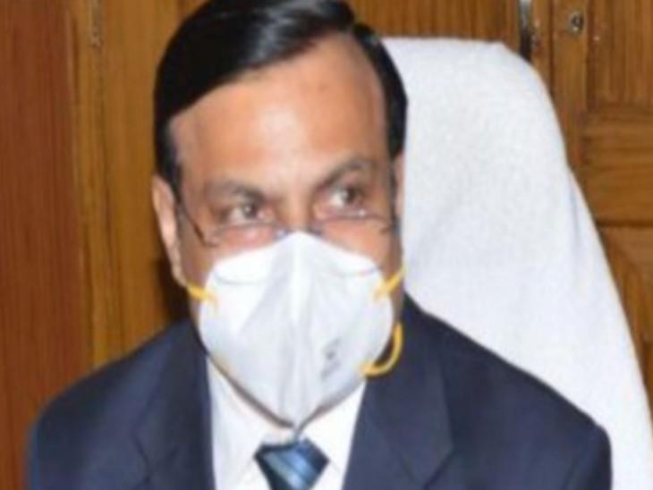 संभागीय आयुक्त डॉ. राजेश शर्मा । (फाइल फोटो) - Dainik Bhaskar
