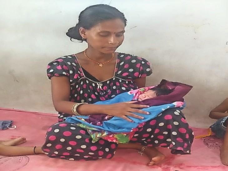 रजनी देवी के नवजात को 11 घंटे बाद मिली बुखार की दवा। - Dainik Bhaskar