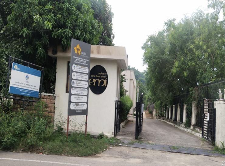 IAS नीरज के पवन, प्रदीप गवडे़ सहित 9 अफसरों के कमरों में ACB ने छह घंटे तक खंगाले रिकॉर्ड, तीन बाद खोली गई बंद कमरों की सील|जयपुर,Jaipur - Dainik Bhaskar