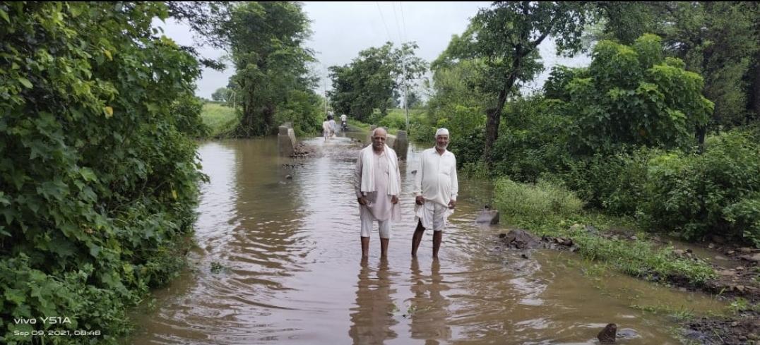 27 परिवारों ने घर छोड़ा, गांव के आसपास भरा पानी, 3 गांवों पर गहरा रहा बाढ़ का संकट, फसले भी हुईं खराब|छिंदवाड़ा,Chhindwara - Dainik Bhaskar