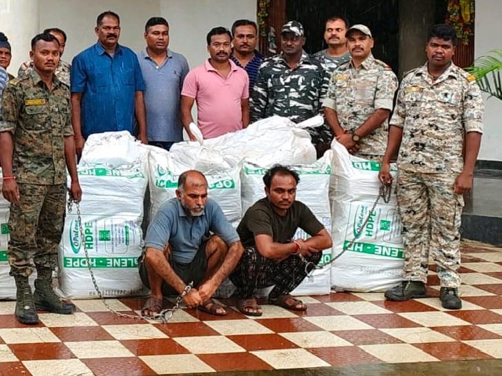 ट्रक में GPS, छत पर जाली लगाकर प्लास्टिक के नीचे भरा गया था 546 किलो से ज्यादा गांजा; NH-30 पर CRPF और पुलिस ने पकड़ा|छत्तीसगढ़,Chhattisgarh - Dainik Bhaskar