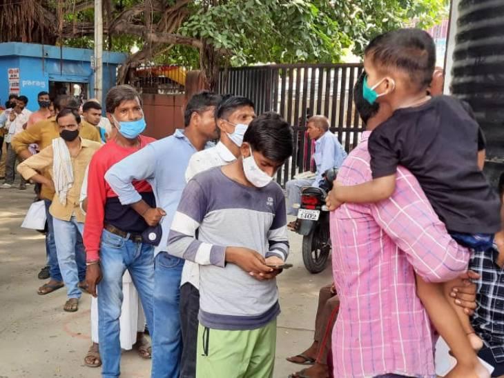 वाराणसी में डेंगू के 135 मरीजों का चल रहा है इलाज, जिले में अभी भी 1458 लोग हैं बुखार से पीड़ित; सामने आए 4 संदिग्ध मरीजों का होगा एलाइजा टेस्ट|वाराणसी,Varanasi - Dainik Bhaskar