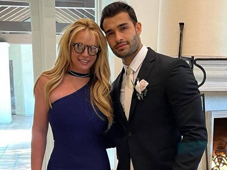 पिता के साथ 'कंजरवेटरशिप' को लेकर चल रहे विवाद के बीच ब्रिटनी स्पीयर्स ने बॉयफ्रेंड सैम असगरी से की सगाई, इंगेजमेंट रिंग फ्लॉन्ट करती आईं नजर|बॉलीवुड,Bollywood - Dainik Bhaskar