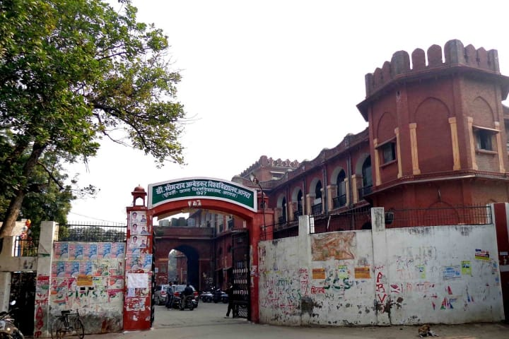 राजा महेंद्र प्रताप सिंह विश्वविद्यालय बनने से कटेंगे 400 कॉलेज, छात्र संख्या कम होने से आय होगी कम, आने वाले समय में वेतन-पेंशन की हो सकती है परेशानी आगरा,Agra - Dainik Bhaskar