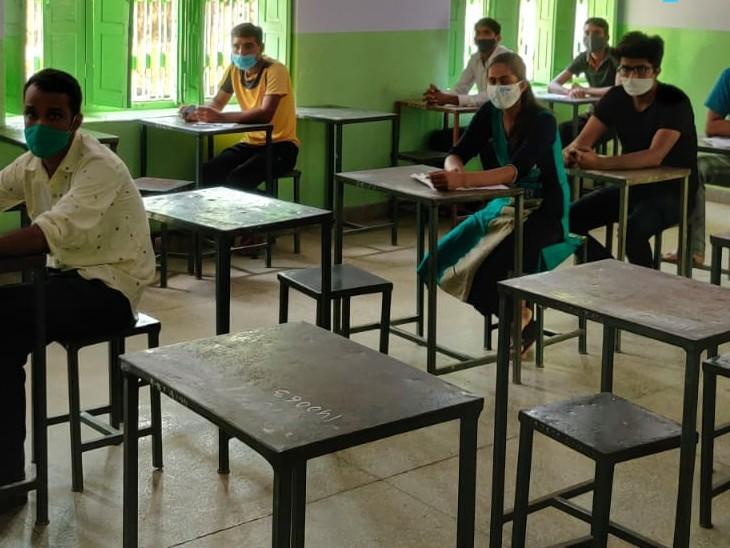 अलवर में 44 केंद्रों पर 3 दिन में 55 हजार अभ्यर्थी परीक्षा में शामिल होंगे, पहले दिन पहली पारी में 12 हजार में से 5 हजार ही उपस्थित रहे|अलवर,Alwar - Dainik Bhaskar
