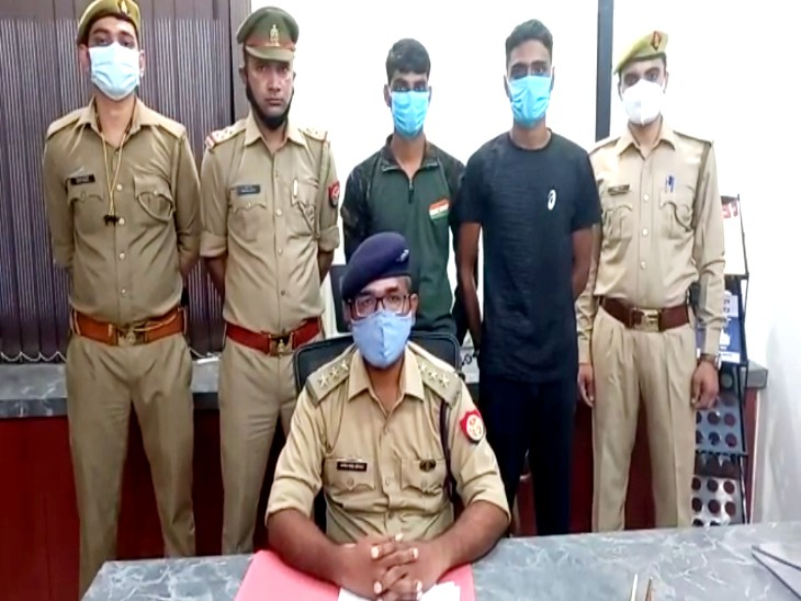 झांसी में पकड़े गए साइबर अपराधी ; दोस्त बनकर खाते से एक लाख से अधिक रुपये निकाले , पुलिस ने किया गिरफ्तार|झांसी,Jhansi - Dainik Bhaskar