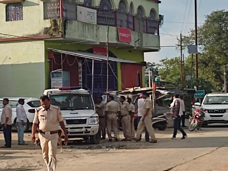 एक लुटेरा एनकाउंटर में मारा गया, दो स्थानीय लोग भी गोली लगने से घायल, तीन जख्मी लुटेरे पुलिस हिरासत में|मुजफ्फरपुर,Muzaffarpur - Dainik Bhaskar