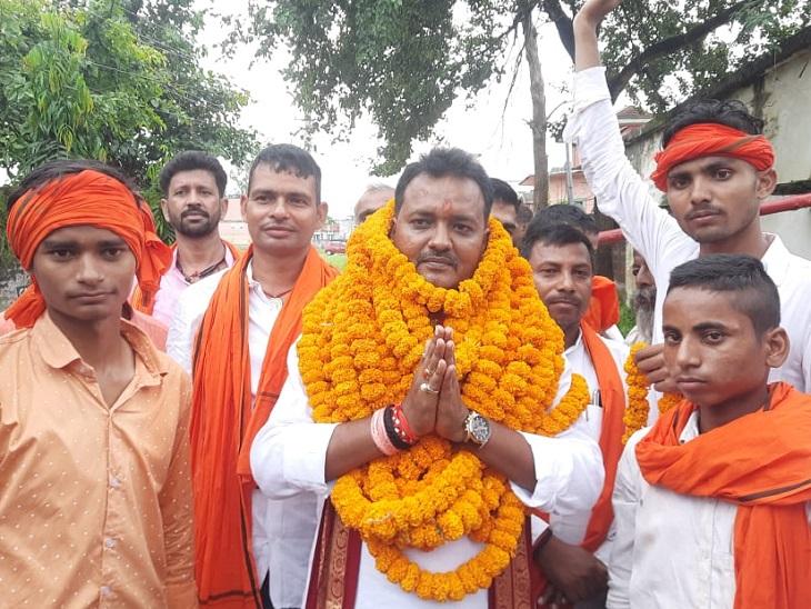 राजपुर में नामांकन पत्र दाखिल करने के अंतिम दिन 267 उम्मीदवारों ने भरा पर्चा, अब तक 574 पदों के लिए 2203ने भरा पर्चा बक्सर,Buxar - Dainik Bhaskar