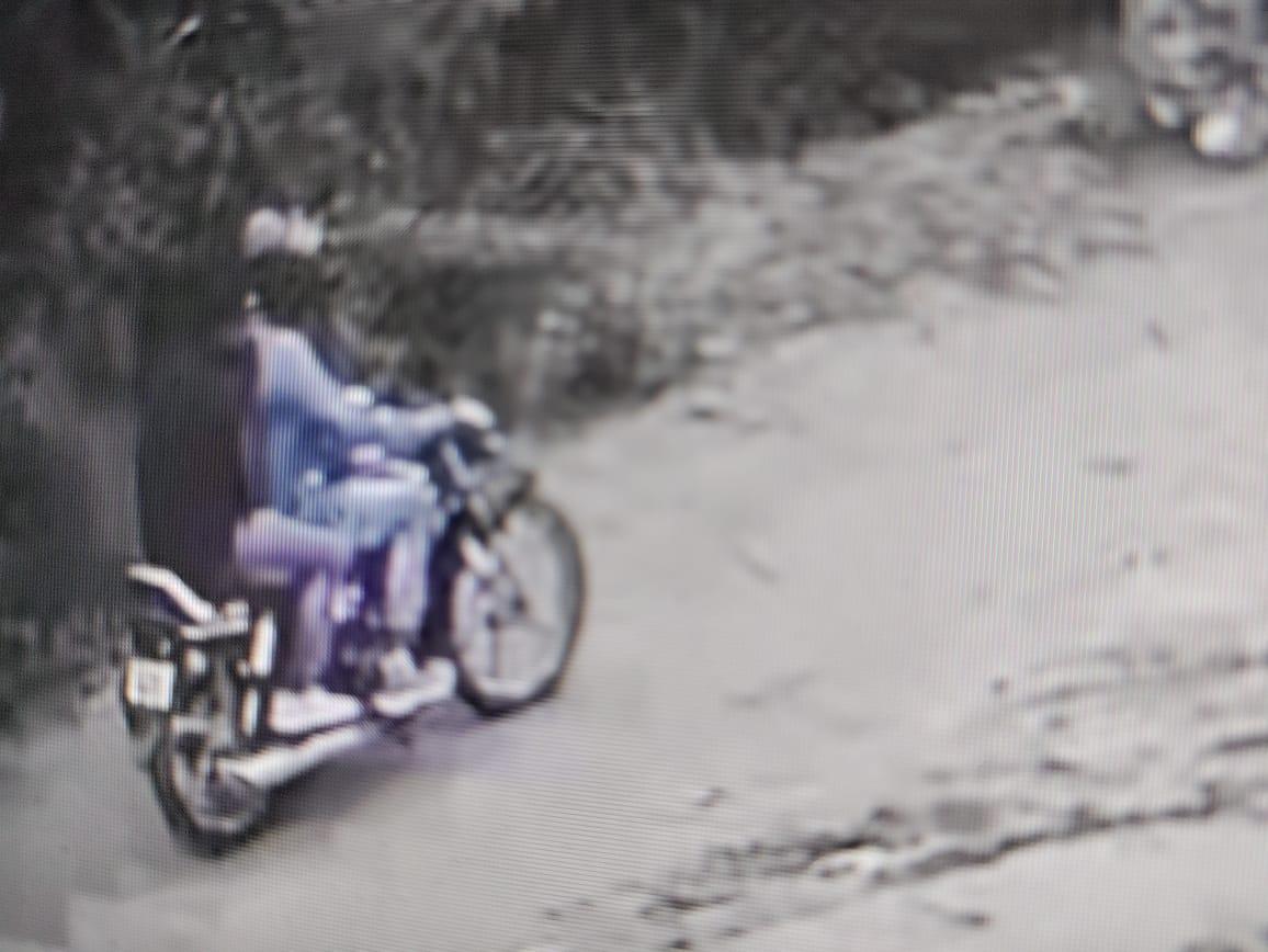 हांसी में सीसीटीवी कैमरे में कैद हुई हत्या की वारदात के बाद बाइक पर सवार होकर भाग रहे आरोपियों की तस्वीर। - Dainik Bhaskar