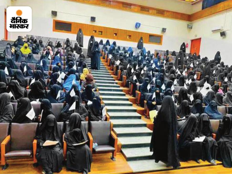 तालिबान ने सत्ता में आने के साथ ही महिलाओं के लिए बुर्का जरूरी कर दिया है। उनके डर से महिलाएं पाबंदियों में जीने को मजबूर हैं।
