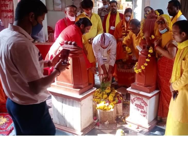 सीडीएस बिपिन रावत पहुंचे पीतांबरा पीठ मंदिर, हार्दिक पटेल ने किया बगुलामुखी में अनुष्ठान|दतिया,Datiya - Dainik Bhaskar