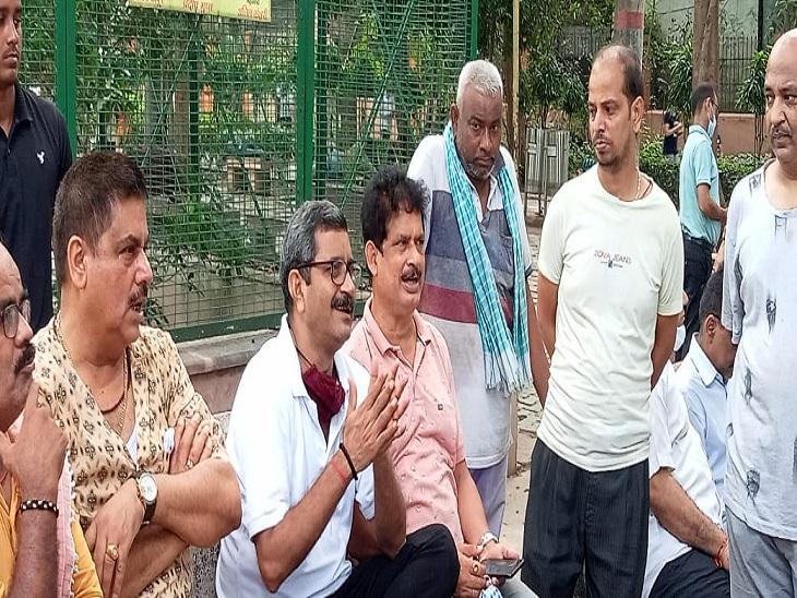 वाराणसी के भारतेंदु पार्क की हालत सुधारने की मांग, डॉ. नीलकंठ तिवारी ने संभ्रांत लोगों से कहा- जल्द कराएंगे समाधान|वाराणसी,Varanasi - Dainik Bhaskar