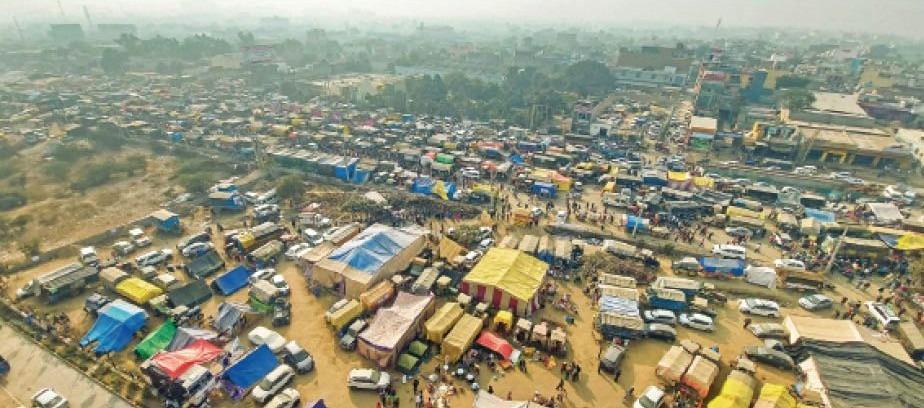 सिंघु बार्डर पर किसानों की बस्ती बन गई है।